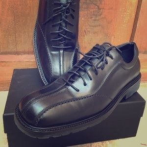 New Johnston & Murphy men's classic lace up shoe